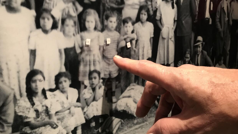 La imagen de un joven Gómez en una conferencia de reunificación de la ig...
