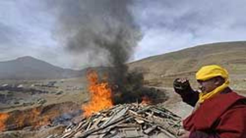 Incinerados cientos de fallecidos en el sismo de China c01609a770c8481c8...