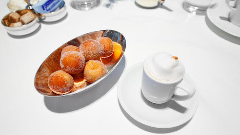 El 'Coffee & donuts' característico de los restaurantes del chef Thomas...
