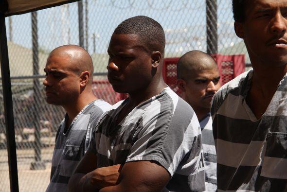 Los presos que viven en la ciudad de carpas en general fueron condenados...