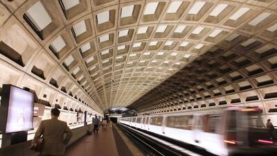 Las oscuras galerías del metro de Washington DC ahora son más claras.