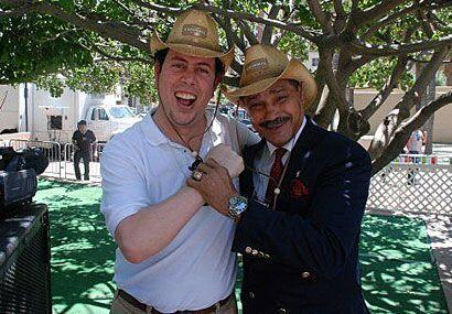 Con uno de los productores de Univision.com, Eduardo Martell.