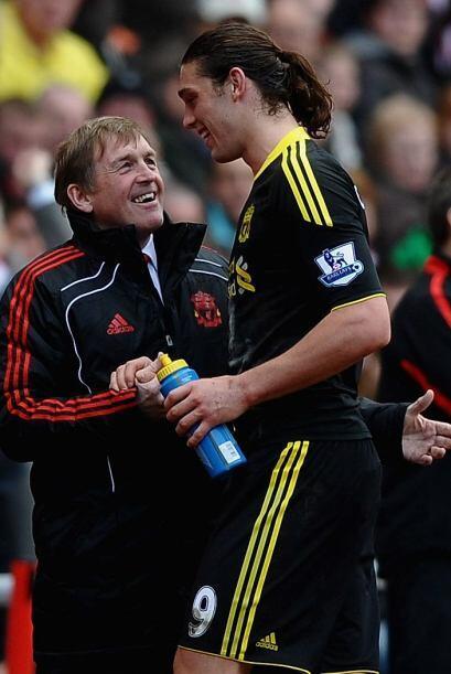 Andy Carroll fue felicitado por su buena actuación por Kenny Dalglish. L...
