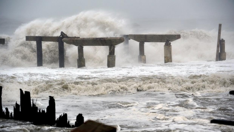 Fuerte oleaje en New Jersey por los vientos del huracán Sandy en 2012.