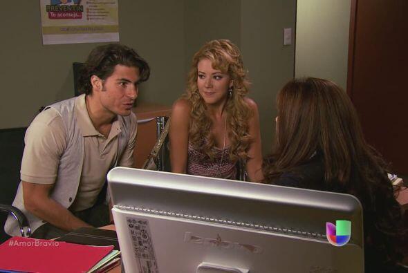 Viviana y Rafa quieren comenzar el proceso legal de adopción, per...