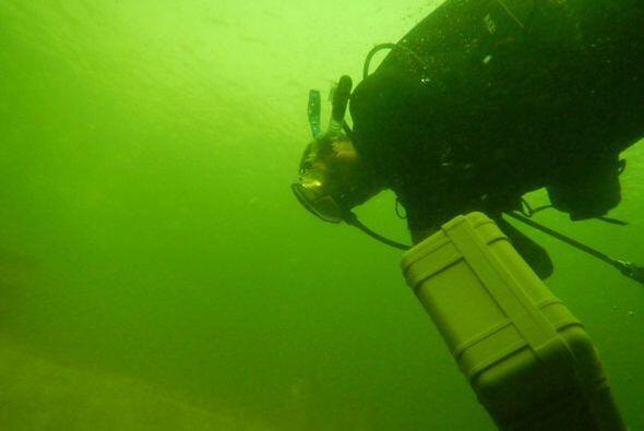 Un grupo de latinos decidió aventurarse a los océanos en busca de respue...
