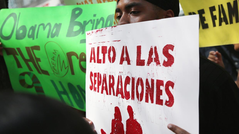 Un inmigrante durante una manifestación en Nueva York pide al gobierno d...