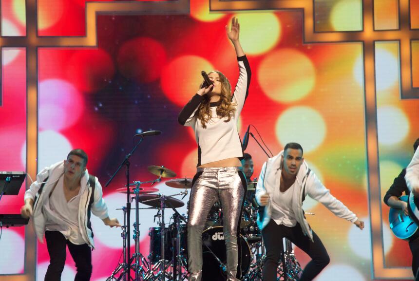 Sofia Reyes nos puso a bailar con toda su energía en TeletónUSA.