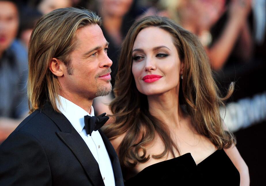 Quién podría creer que despues de 12 años juntos y 6 hijos, Angelina pus...