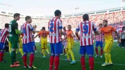 Los 'Colchoneros' hicieron el pasillo al Barcelona como campeón de la Li...