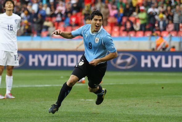 En Sudáfrica Suárez marcó tres tantos -uno frente a México en la fase de...