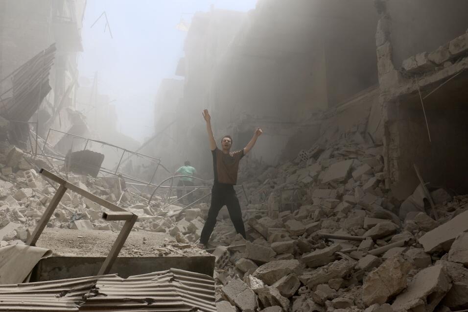 Fuerzas rusas y sirias suspenden por 8 horas los bombardeos en Alepo por...