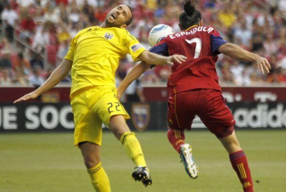 En el partido de ida de cuartos de final dos goles del argentino Javi Mo...