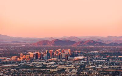 Phoenix, la principal ciudad de Arizona, está atrayendo a nuevos...