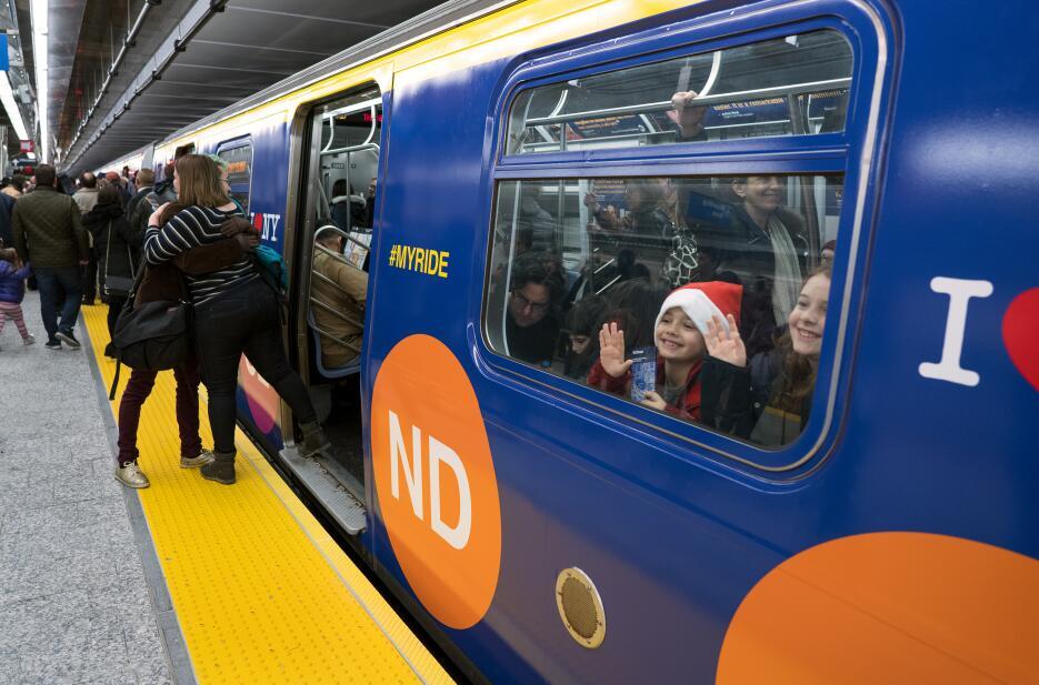 Hay solamente tres nuevas estaciones: en las calles 72, 86 y 96. Son tan...