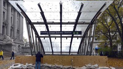El huracán Sandy inundó el sistema de metro de Nueva York y dañó varias...