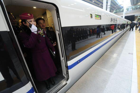 El tren realiza también paradas en otras ciudades intermedias, in...