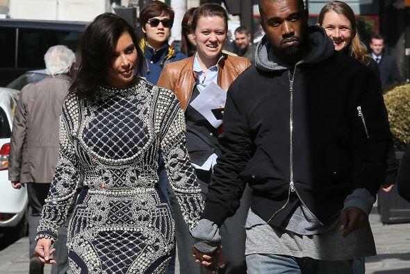 Hasta Kanye quedó sorprendido con el vestido de su mujer. Mira aquí más...