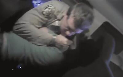 Revelan video donde policías matan a hombre con una pistola eléctrica