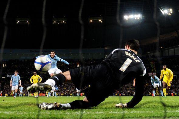 No tudo le salió bien a Tévez, que cobró un penalti.