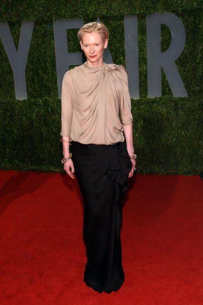 La actriz británica Tilda Swinton posó sobre la alfombra roja de la edic...