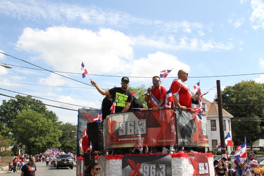 Celebra La X en el Desfile Dominicano en NJ IMG_1890.JPG