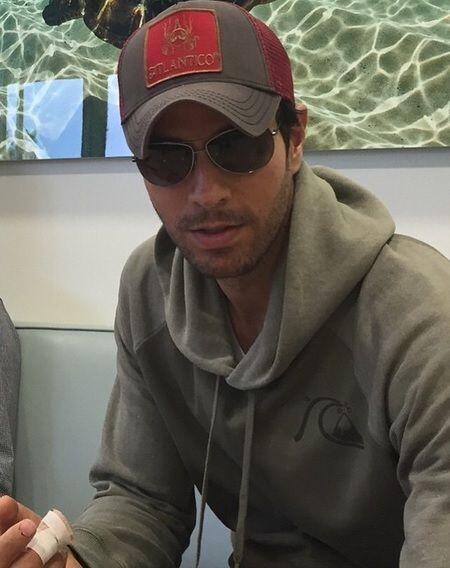 Enrique Iglesias compartió en su cuenta de Twitter una fotografía en la...