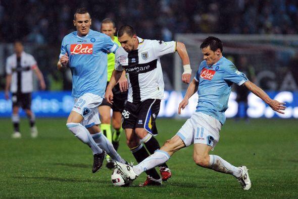 Finalmente, el Nápoles visitó al Parma para dar cierra a la jornada domi...