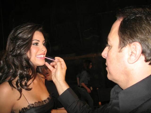 Ektor Rivera baila con otra que no es Yara Lasanta y tampoco en MQB  IMG...
