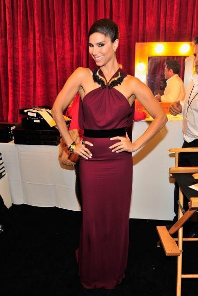 Roselyn Sánchez se veía hermosa con ese vestido púrpura. #LatinoyProud M...