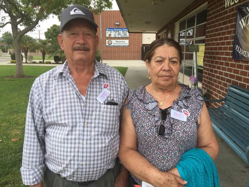 Alberto y María Raygoza votaron en West Covina (Los Ángeles).