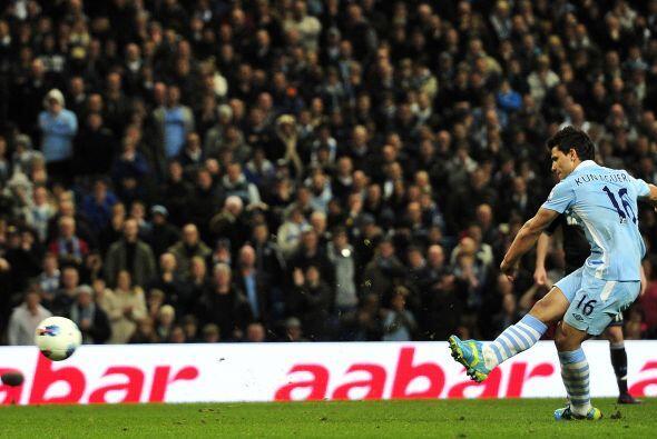 Y se marcó un penalti para el equipo de Manchester, pero quien lo...