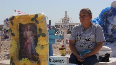 María Guadalupe Güereca sube cada lunes a un cementerio del oeste de Ciu...