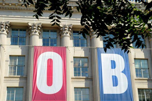 Una señal de puestos de trabajo se mostró en la parte delantera del edif...