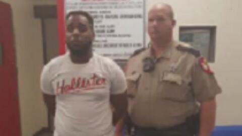 Arrestan a sujeto acusado de exhibicionismo en un Walmart del condado Mo...