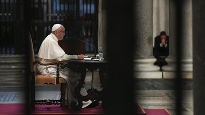 El Papa durante una meditación en la Basílica de Santa María La Mayor, e...