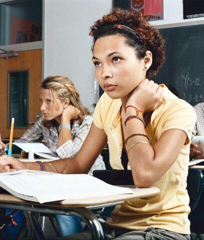 Calificaciones en el SAT o ACT.  Ambas pruebas son exámenes estandarizad...