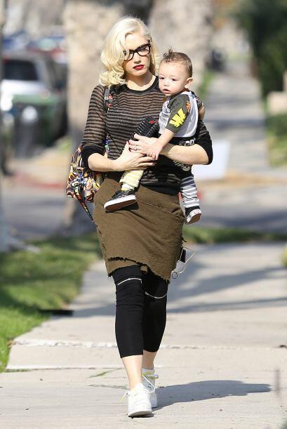 Gwen Stefani salió a pasear en las calles de Hollywood con su adorable b...