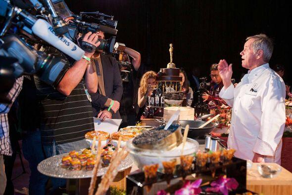El reconocido chef Wolfang Puck durante la presentación  de platillos y...