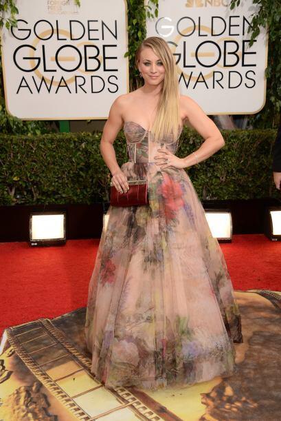 Esperemos que este año Kaley Cuoco no apueste por un vestido que le defo...