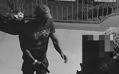 Buscan al sospechoso de amenazar y atracar a una mujer en la puerta de s...