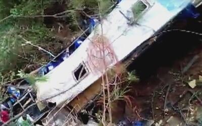 Al menos 17 muertos, 31 heridos y 3 desaparecidos deja la caída de un au...
