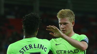 Raheem Sterling y Kvein De Bruyne anotaron en triunfo del City.