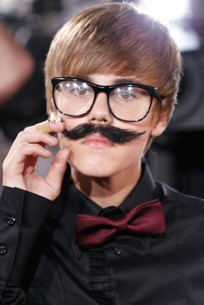 Justin ya está desesperado de que no le sale el bigote, as&iacute...