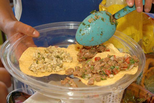 El taco es una tortilla doblada que puede hacerse de diferentes guisados...