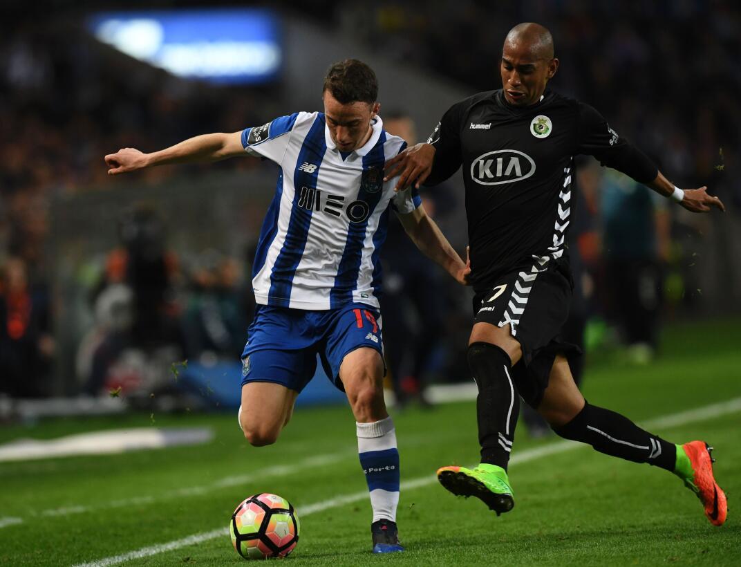 'Tecatito' Corona se disfrazó de Van Basten en el empate del Porto Diogo...