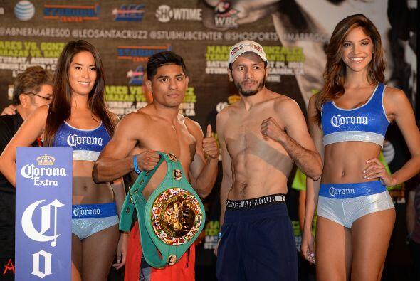 Abner Mares y Jhonny González cumplieron con el pesaje para el título pl...