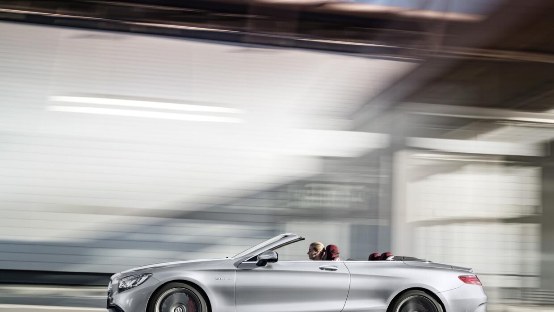 Su V8 con 585 caballos aceleran a esta enormidad de 0 a 60 mph en 3.8 ss