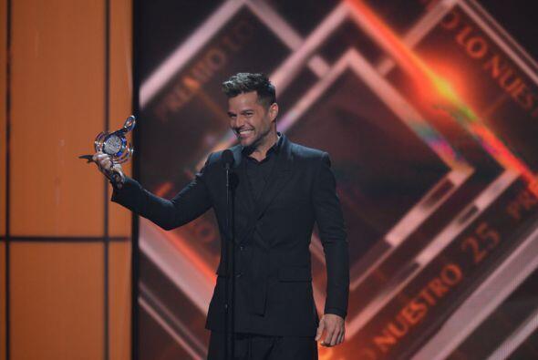 Ricky Martin fue el encargado de entregar el Premio a la Excelencia a Al...