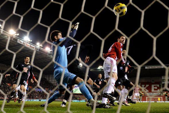 Una desafortunada jugada para los visitantes terminó en gol.